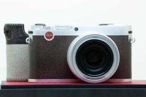 Leica X(Typ 113), màu bạc